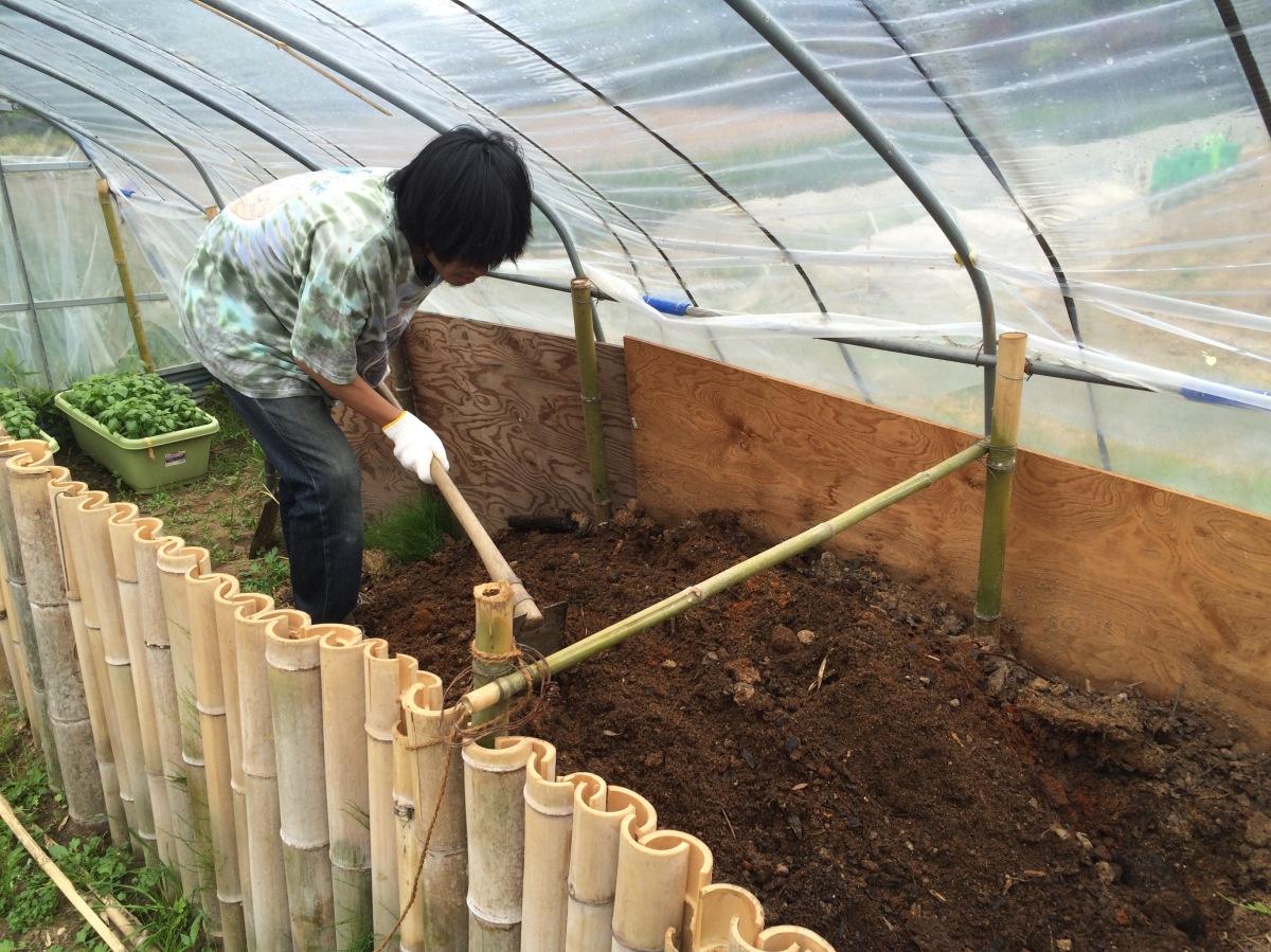 竹パウダーでホクホク堆肥作り
